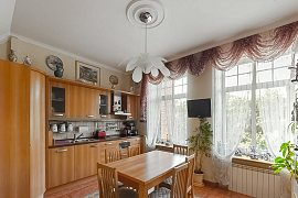 Продажа 4-х комнатной квартиры с дизайнерским ремонтом 132.0 кв.м на 4 этаже в ЖК Новая Звезда, улица Расплетина, 14